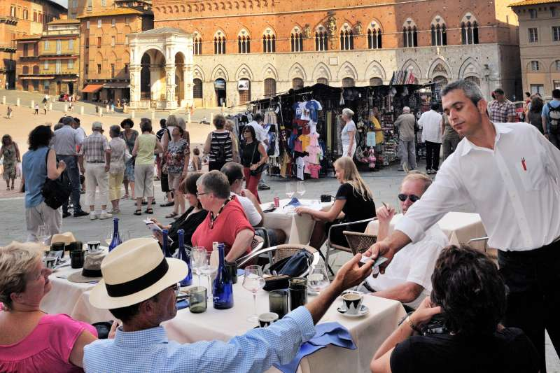 Tourists in cafe on Piazza del Campo