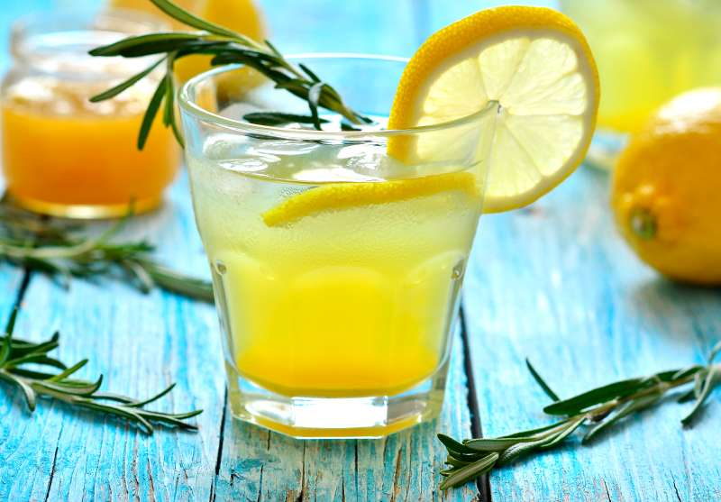 Lemon fizz drink in a glass.