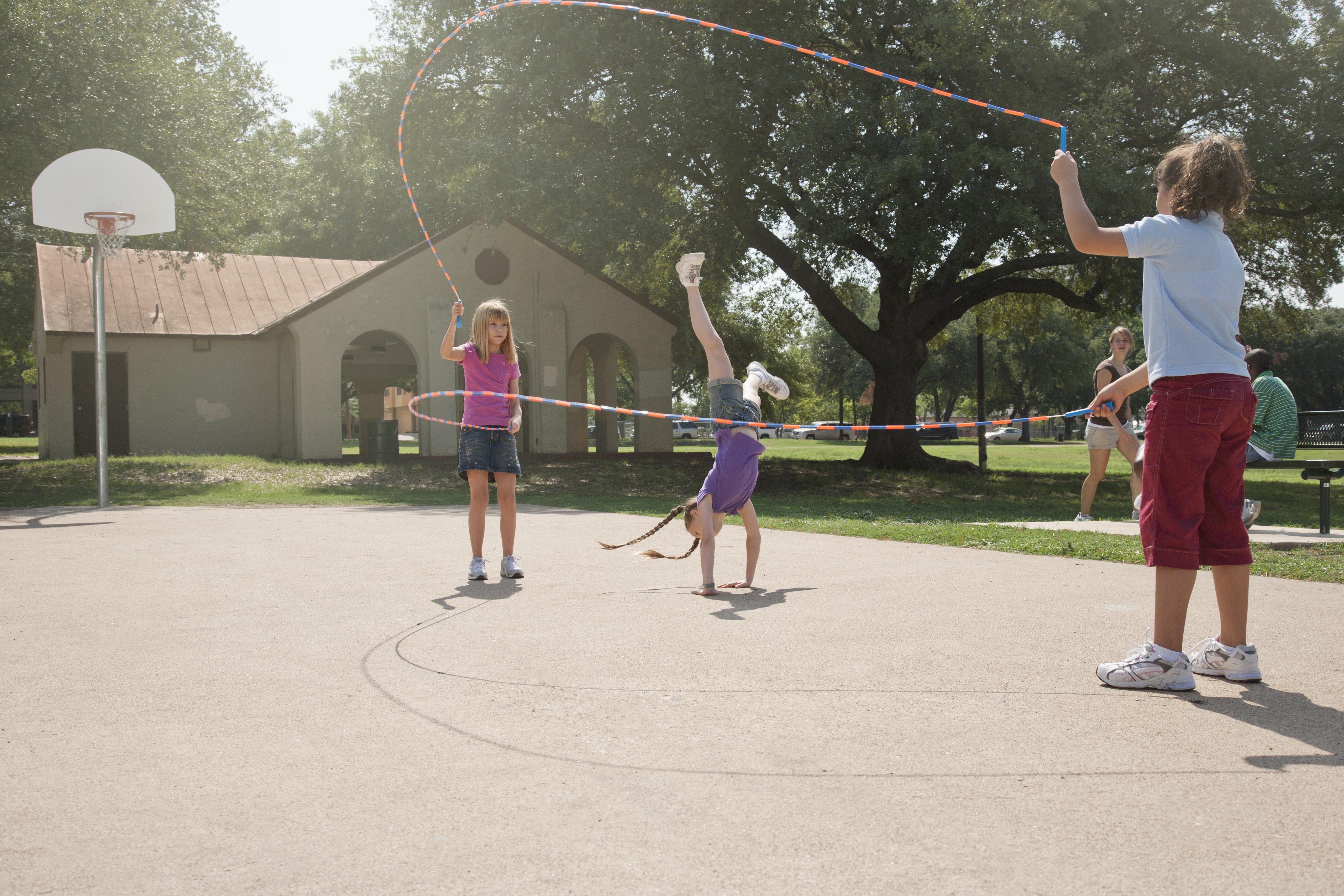 kids doing double dutch jump rope