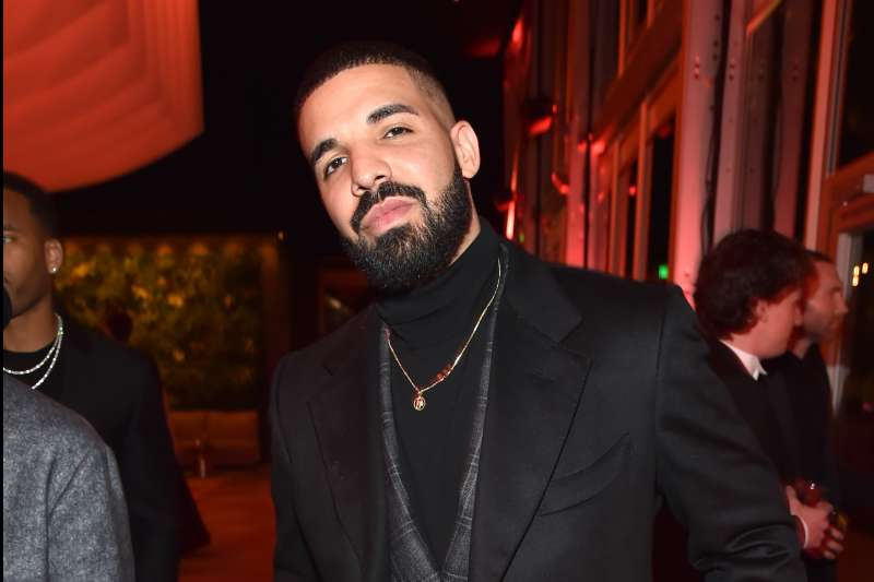 Drake  attends the 2018 Vanity Fair Oscar Party hosted by Radhika Jones at Wallis Annenberg Center for the Performing Arts on March 4, 2018 in Beverly Hills, California.