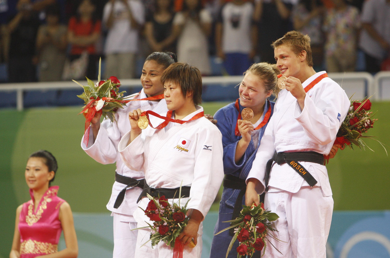 Anaysi Hernandez, silver medal winner from Cuba, left, Masae