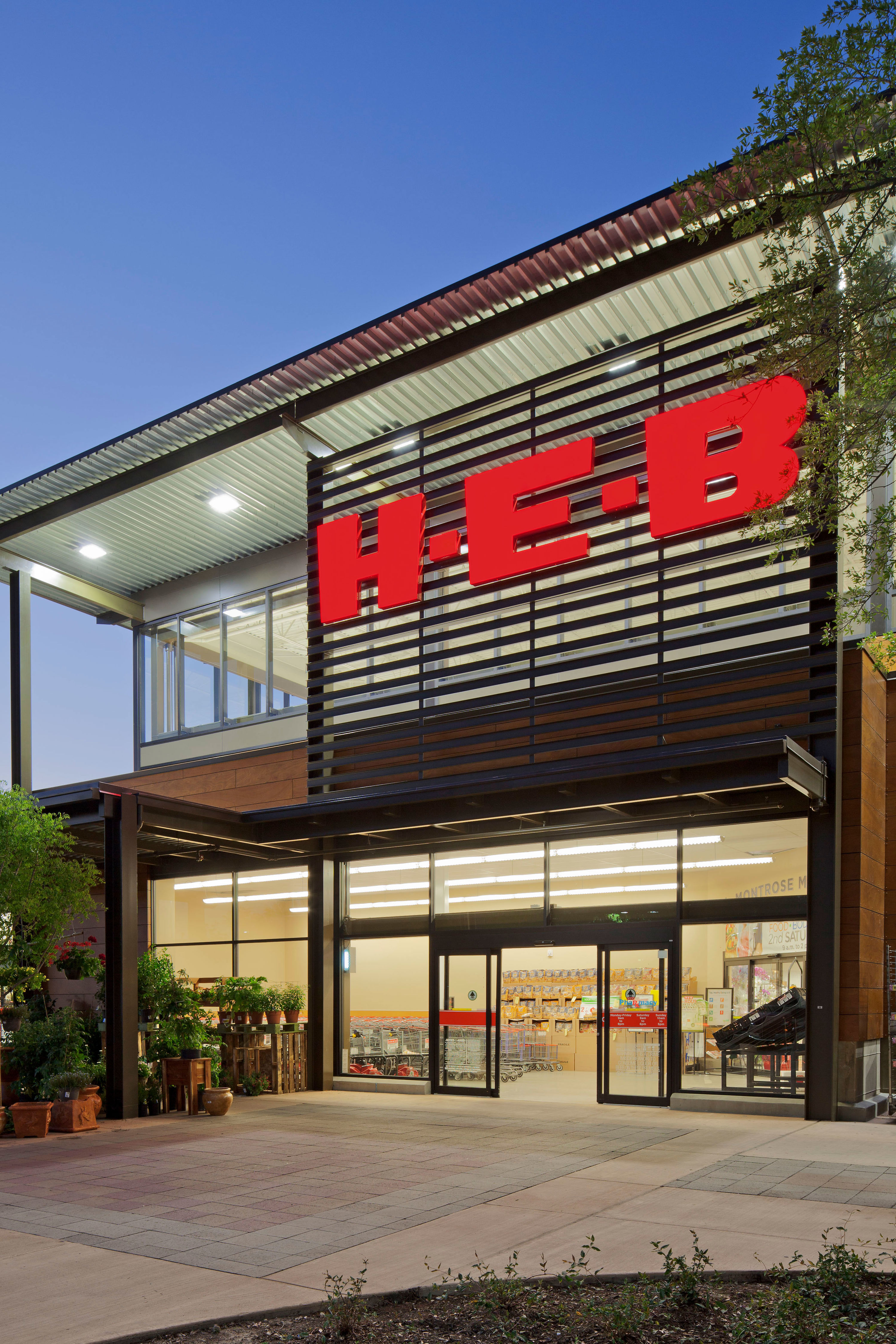 HEB Store Exterior