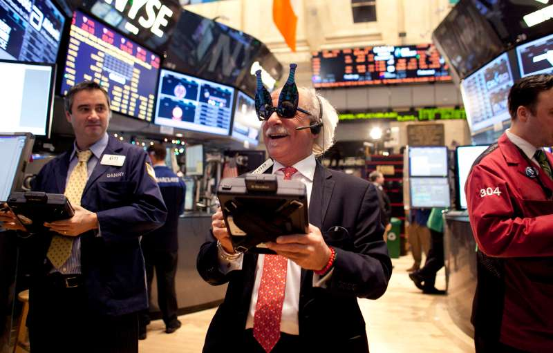 Stock Markets End Trading Year On The Edge Of The Fiscal Cliff