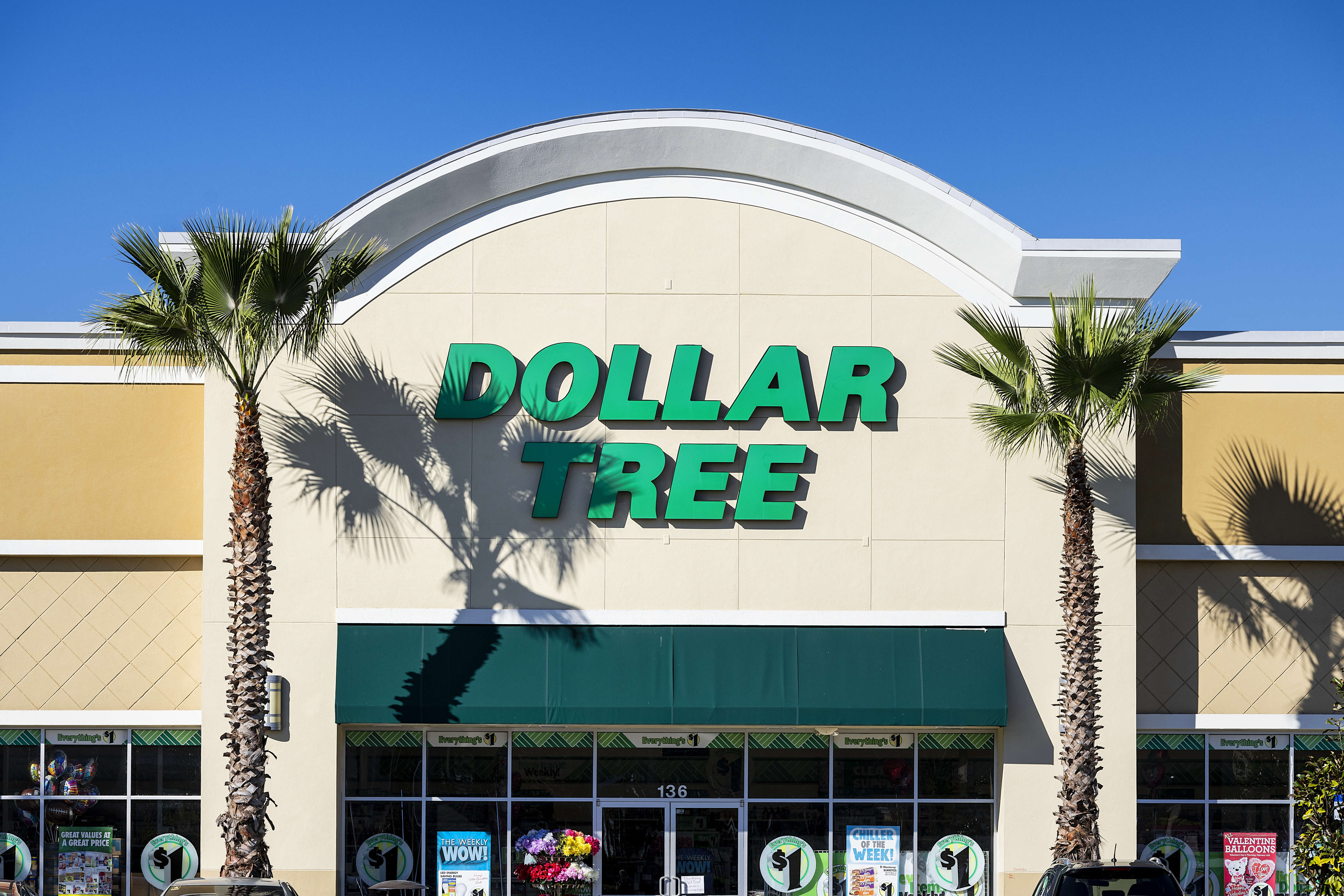 Dollor Tree store exterior and sign