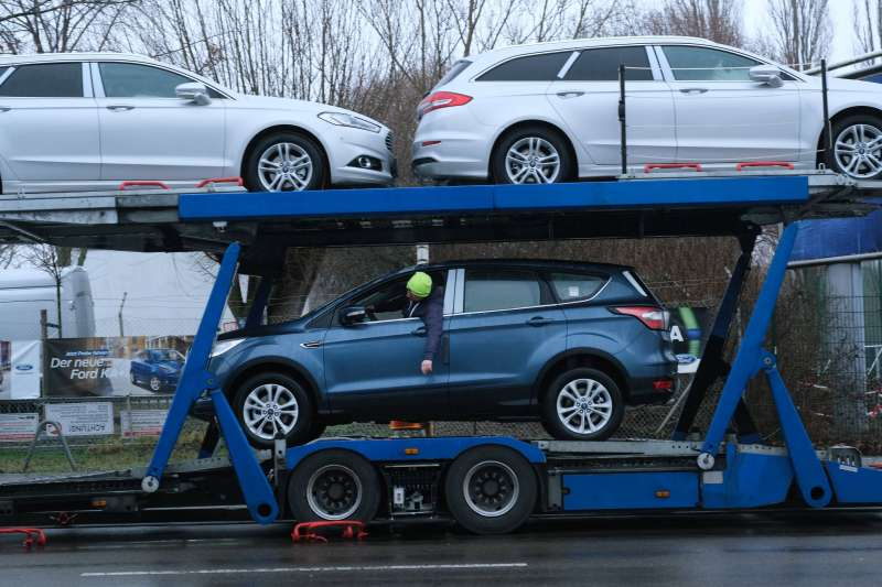 three-cars-being-towed