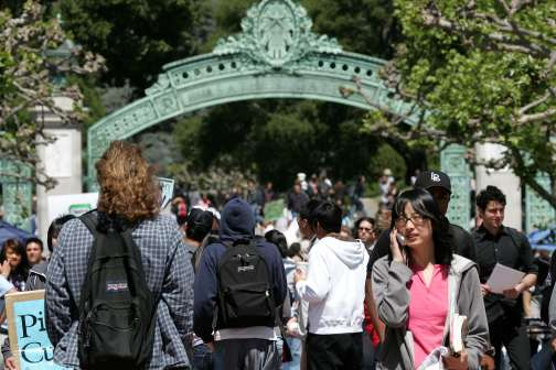 What Most Middle-Class Families Don't Know About Paying for College