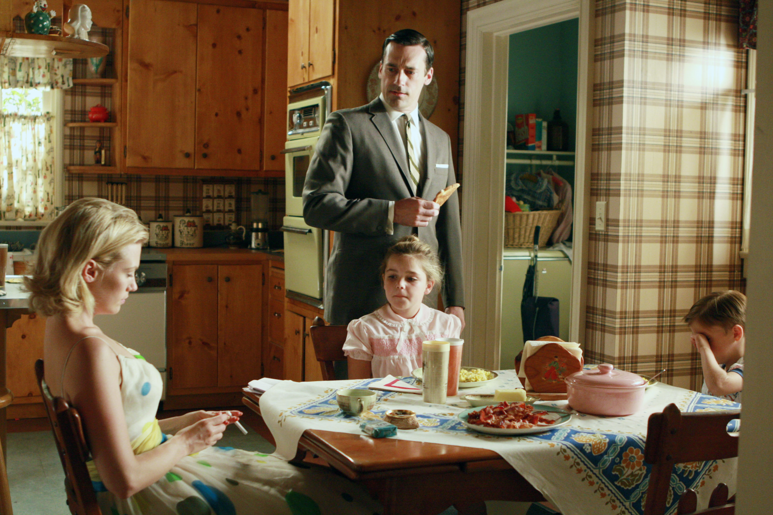 MAD MEN, (from left): January Jones, Jon Hamm, Kiernan Shipka, Aaron Hart, 'A Night To Remember', (S
