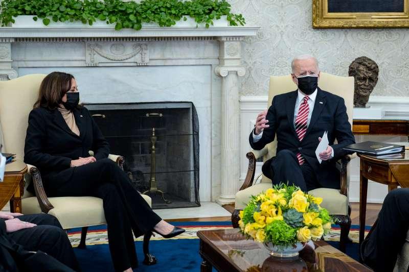Joe Biden discusses Rescue Plan with Kamala Harris
