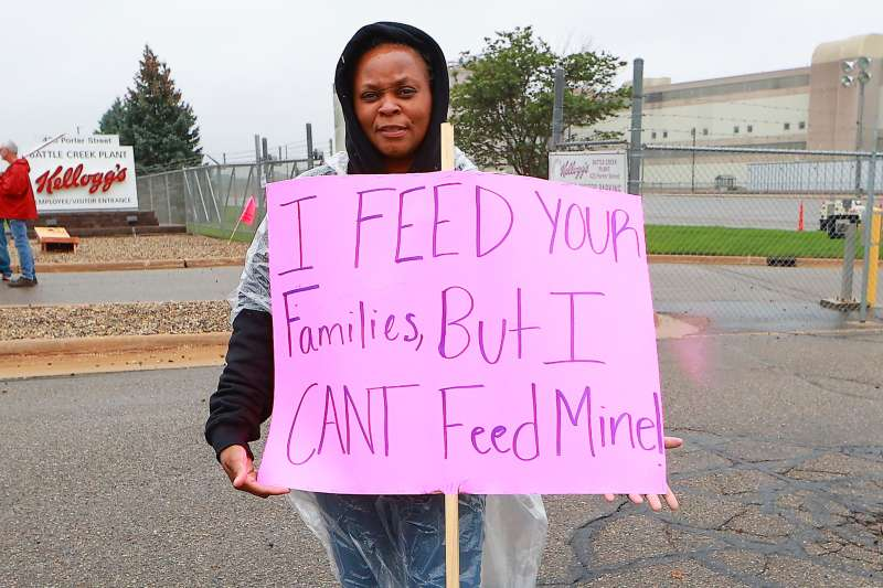 Woman Holding Kelloggs Boycott Sing That Read I Feed Your Families, But I Can't Feed Mine